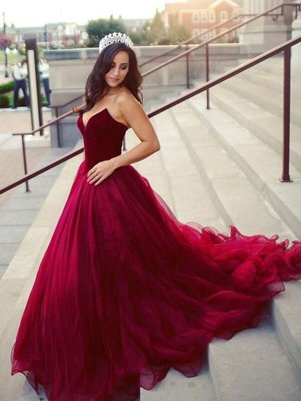 Ball Gown Sweetheart Sleeveless Court Train Tulle Dresses