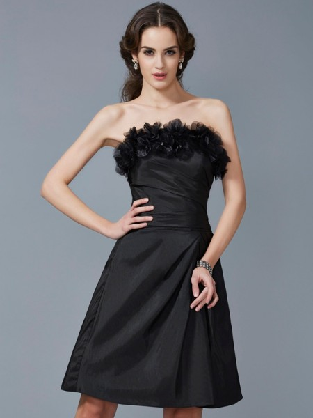 Sheath/Column Strapless Short Taffeta Bridesmaid Dress