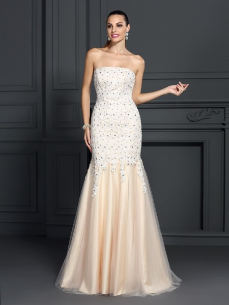 Trumpet/Mermaid Strapless Lace Long Satin Dress