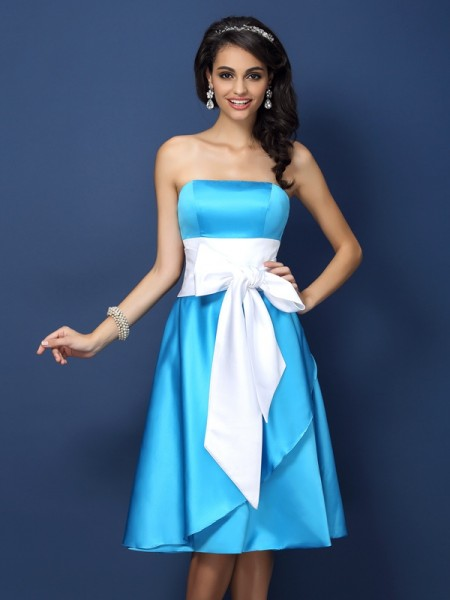 Sheath/Column Strapless Bowknot Short Satin Bridesmaid Dress