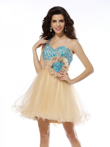 A-Line/Princess One-Shoulder Applique Short Net Cocktail Dress