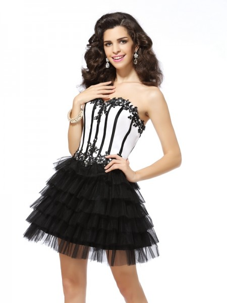 A-Line/Princess Sweetheart Applique Short Tulle Cocktail Dress