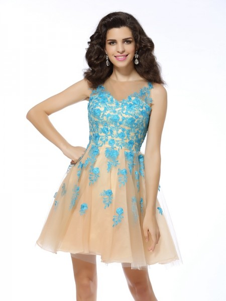 A-Line/Princess Bateau Applique Short Tulle Cocktail Dress