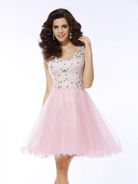 A-Line/Princess Sweetheart Applique Short Satin Cocktail Dress