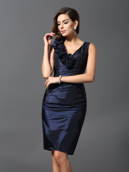 Sheath/Column V-neck Short Taffeta Cocktail Dress