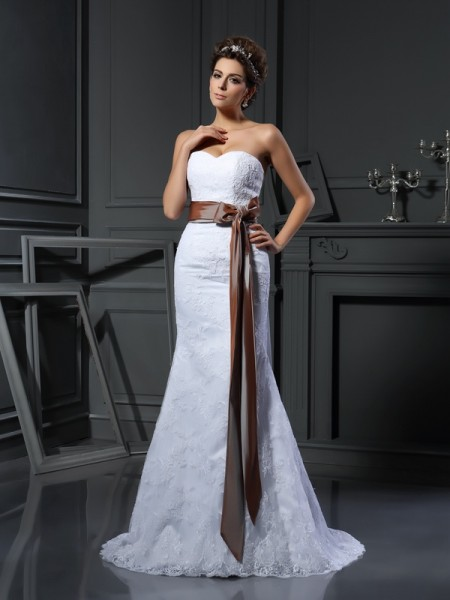 Sheath/Column Sweetheart Applique Long Net Wedding Dress