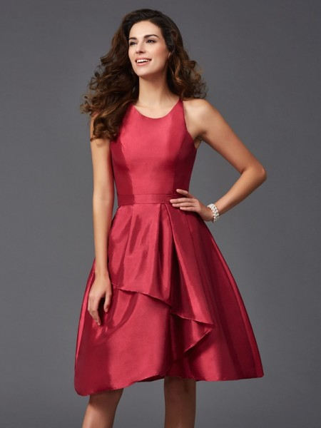 A-Line/Princess Scoop Ruffles Short Taffeta Bridesmaid Dress