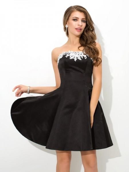 A-Line/Princess Strapless Applique Satin Cocktail Dress