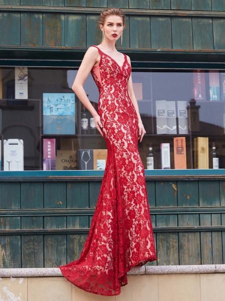 Sheath/Column Spaghetti Straps Sweep/Brush Train Applique Lace Dress