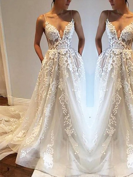 A-Line/Princess Spaghetti Straps Court Train Tulle Wedding Dresses