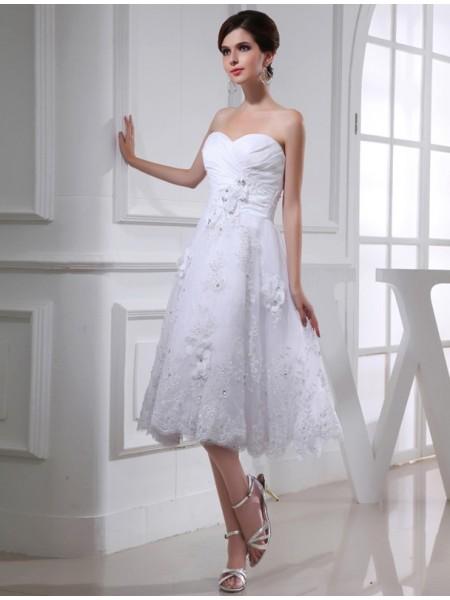 A-Line/Princess Sweetheart Organza Applique Taffeta Wedding Dress