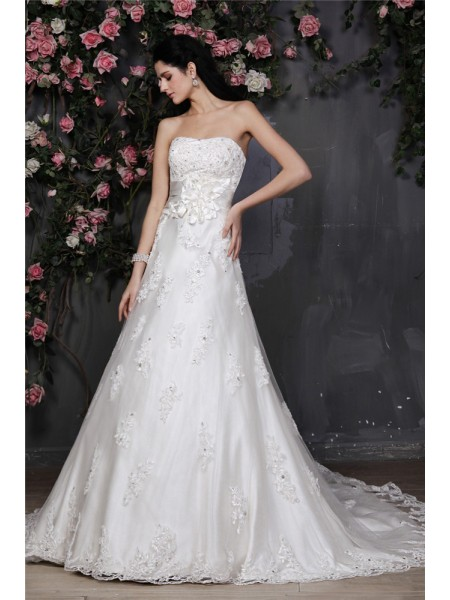 A-Line/Princess Strapless Applique Net Wedding Dress