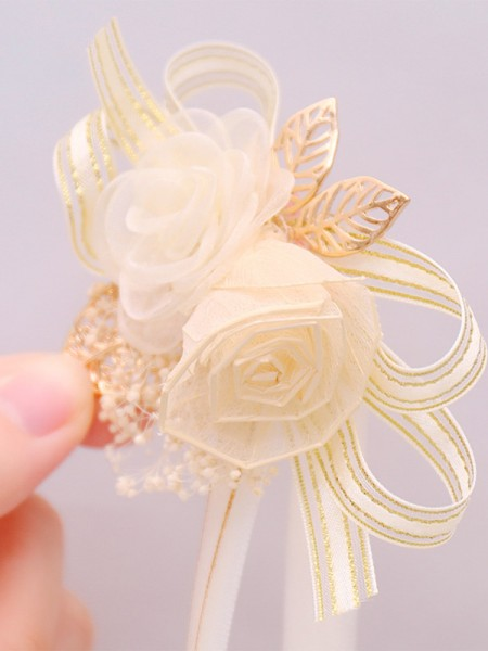 Graceful Dried Flower Wrist Corsage