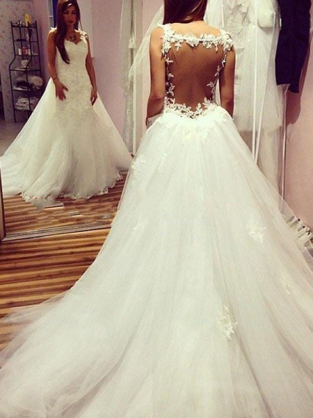 Ball Gown Sleeveless Tulle Sweetheart Chapel Train Wedding Dress