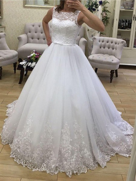 Ball Gown Tulle Sleeveless Scoop Court Train Wedding Dress
