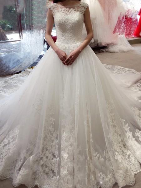 Ball Gown Sleeveless Bateau Applique Court Train Tulle Wedding Dresses