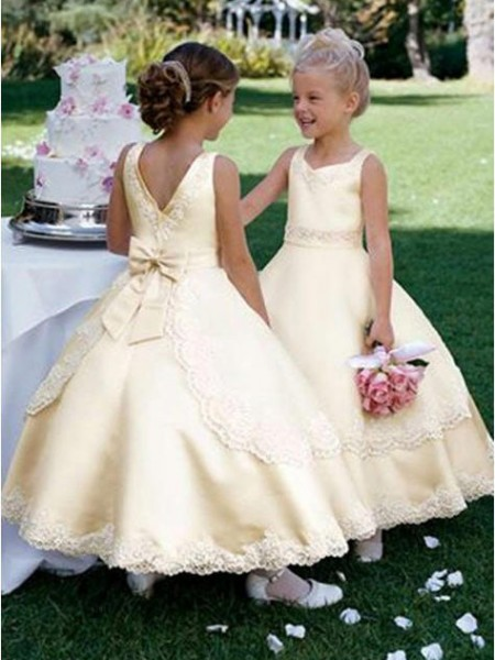 Ball Gown Scoop Bowknot Flower Girl Dress with Satin
