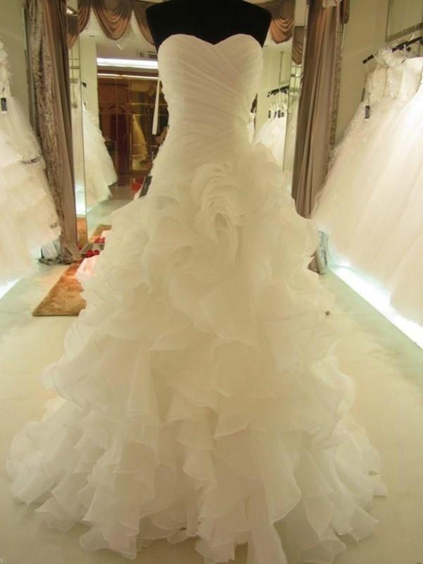 De Baile Folhos Coração Organza Sem Mangas Cauda Média Vestidos de Noiva