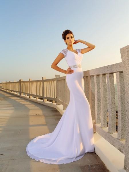 Bainha/Coluna Decote em V Missangas Sem Mangas Longa Chiffon Beach Vestidos de Noiva