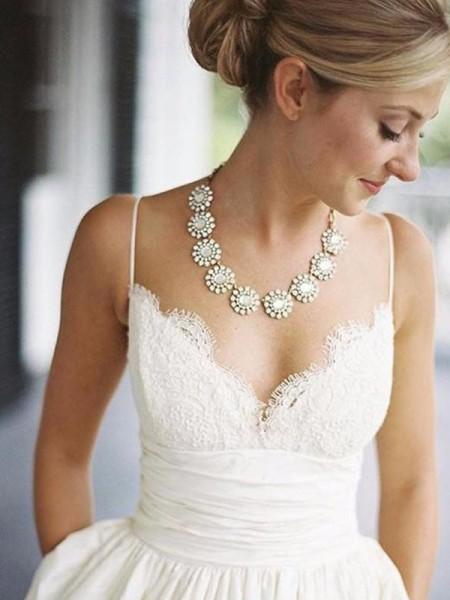 Princesa/Formato A Decote em V Cetim Sem Mangas Com cauda/Arrastar Vestidos de Noiva