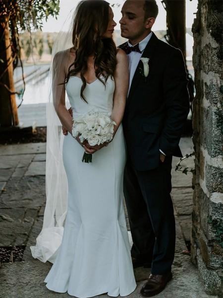 Bainha/Coluna Coração Com cauda/Arrastar Sem Mangas Folhos Vestidos de Noiva com Cetim